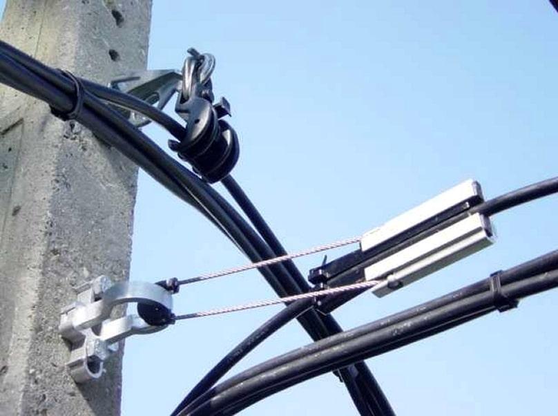 Pinces d'ancrage et de suspension pour lignes aeriennes de distribution BT. Anchoring and suspension clamps PA1500, ES1500
